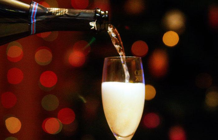 """Минздрав рекомендовал """"обманывать желудок"""" и быть осторожнее с алкоголем"""