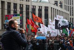 Суд не стал рассматривать иски службы такси к Навальному из-за акций протеста