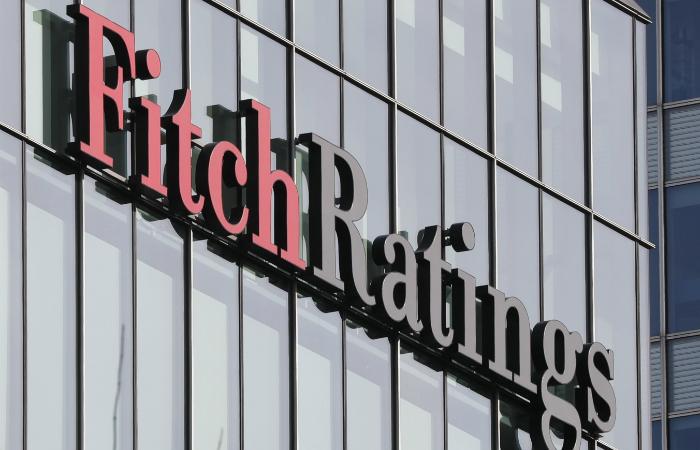 """Fitch повысило рейтинги России до """"ВВВ"""" со стабильным прогнозом"""