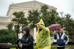 Продажи дождевиков и плащей в Москве выросли на 700% из-за непогоды