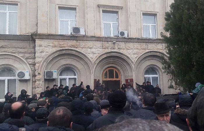 Оппозиция попыталась взять штурмом администрацию президента Абхазии