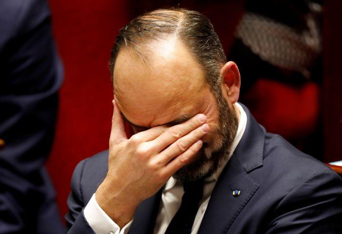 Власти Франции решили временно отказаться от повышения пенсионного возраста до 64 лет