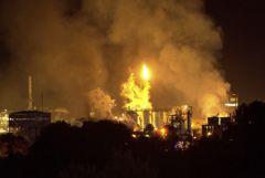 На нефтехимическом заводе в Испании произошел мощный взрыв