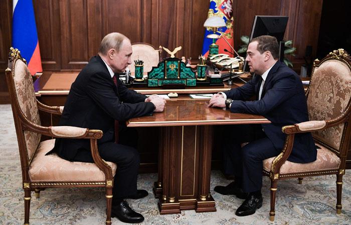 Путин предложит Медведеву пост зампредседателя Совбеза