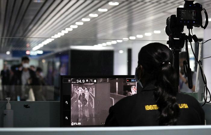 Прилетевшего из КНР россиянина отправили в инфекционную больницу Петербурга