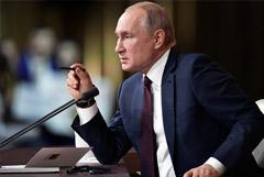 """Путин потребовал защитить школьников от """"уродов"""" из """"групп смерти"""""""
