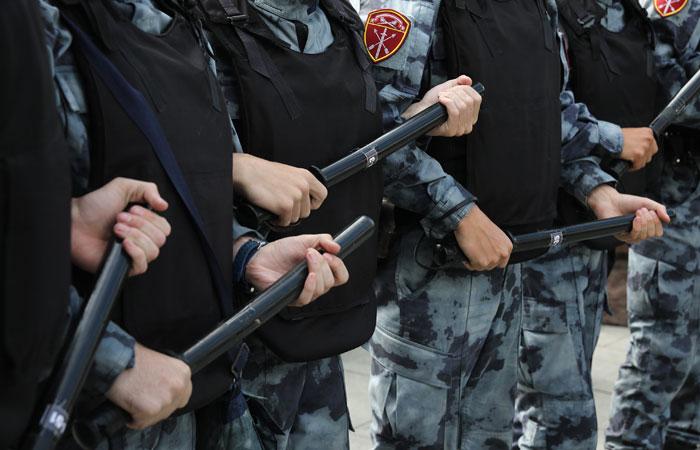 Мишустин установил надбавку полиции и Росгвардии в Москве и Петербурге