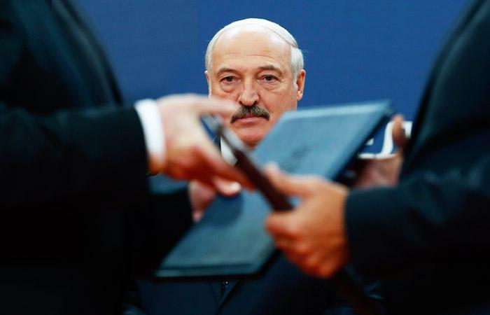 """Лукашенко отказался """"предавать и растворять"""" Белоруссию в """"братской"""" России"""