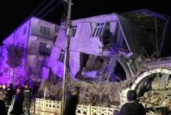 До 18 увеличилось число жертв землетрясения в Турции
