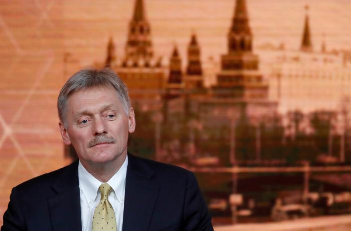 Песков сообщил, что указа об отставке Суркова пока нет