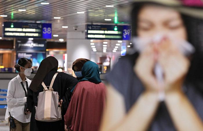 Роспотребнадзор начал обследовать в аэропортах всех прибывающих из Китая россиян