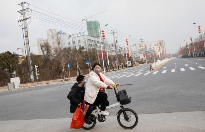 Число заболевших новым коронавирусом в КНР достигло почти 6 тыс. человек