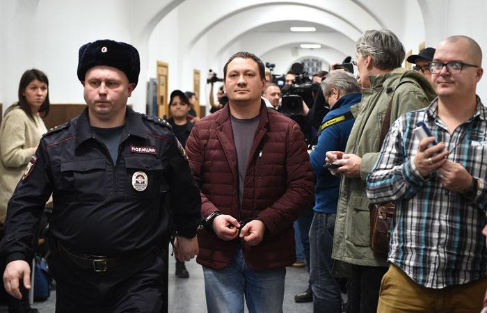"""Суд арестовал всех пятерых бывших полицейских, занимавшихся """"делом Голунова"""""""