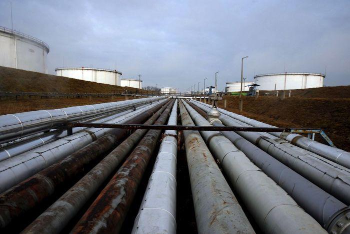 Экспорт нефти из РФ в дальнее зарубежье в январе повысился на 3,6%