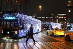 ГИБДД оштрафовала водителей электробусов в Москве за новогодние гирлянды