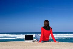 Более 40% россиян предпочли бы провести отпуск без интернета