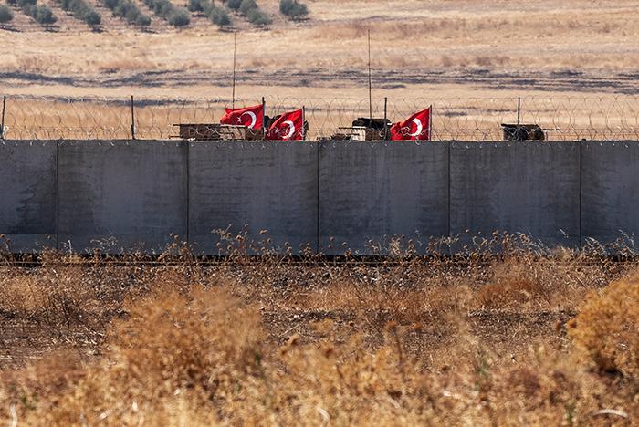 Турция стянула военную технику и спецназ на северо-запад Сирии