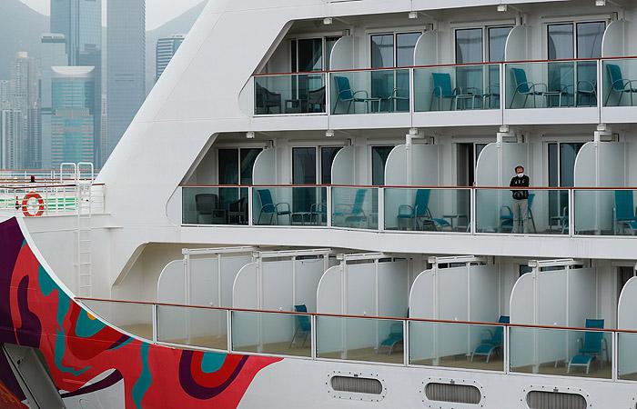 Пассажиров лайнера World Dream отпустят из-под карантина во вторник