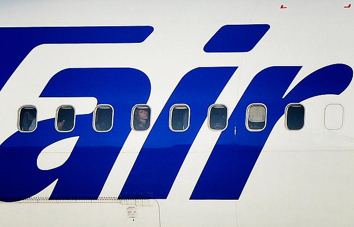 Росавиация назвала проблемы с шасси причиной жесткой посадки самолета в Коми