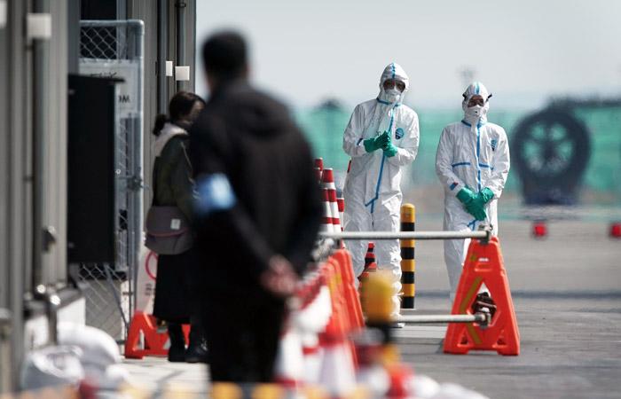 Коронавирусом на круизном лайнере в Японии заразились уже 130 человек