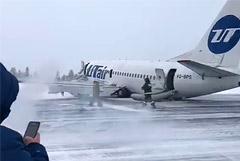 Аэропорт Усинска закрыт в понедельник после жесткой посадки самолета