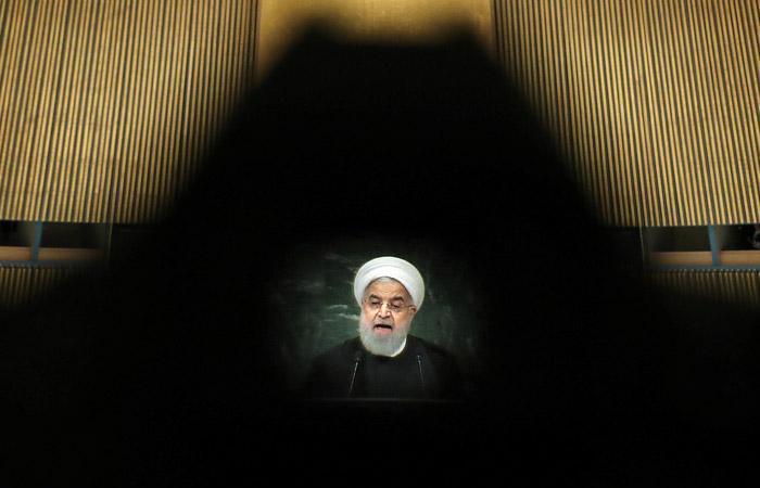 Тегеран опроверг слухи об отставке Рухани