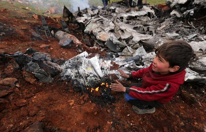 Экипаж сбитого вертолета сирийской армии погиб