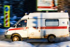 СКР начал проверять сообщения о мужчине, выброшенном из скорой в сугроб