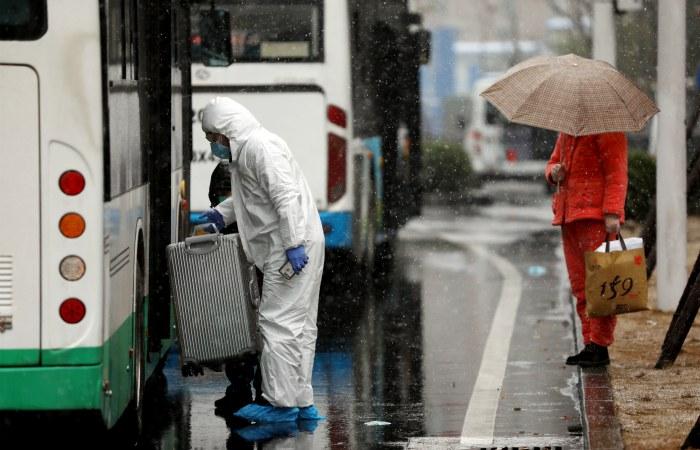 Китайские врачи назвали количество заразившихся коронавирусом