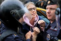 Метрополитен отсудил у Соболь и Албурова 311 000 рублей за акцию 3 августа