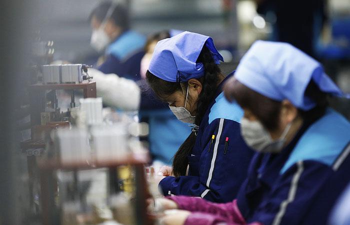 Китайские работодатели начали жаловаться на невозможность платить зарплаты