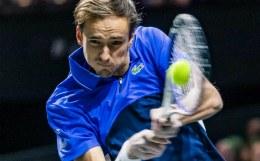 Медведев проиграл в четвертьфинале турнира в Марселе