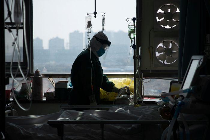 В Китае от коронавируса за сутки скончались 97 человек