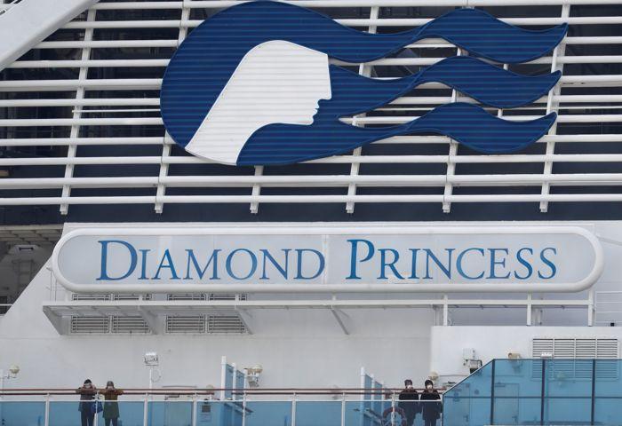 У троих россиян с лайнера Diamond Princess выявили коронавирус