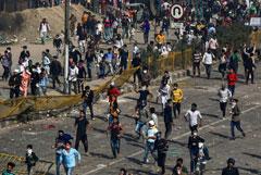 В беспорядках на улицах Дели погибли 20 человек