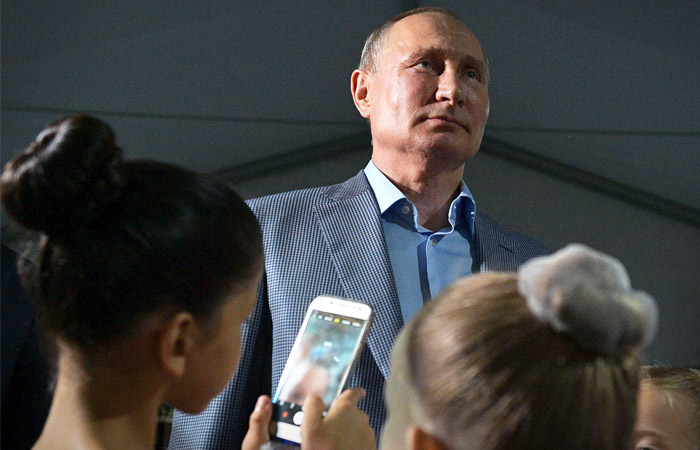 Путин поддержал внесение в Конституцию тезиса о детях