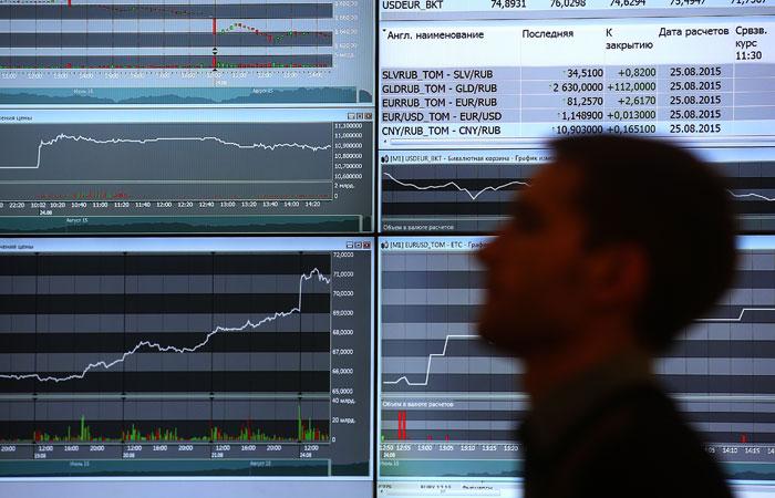 Рынок акций РФ в четверг рухнул по индексу РТС к уровню октября