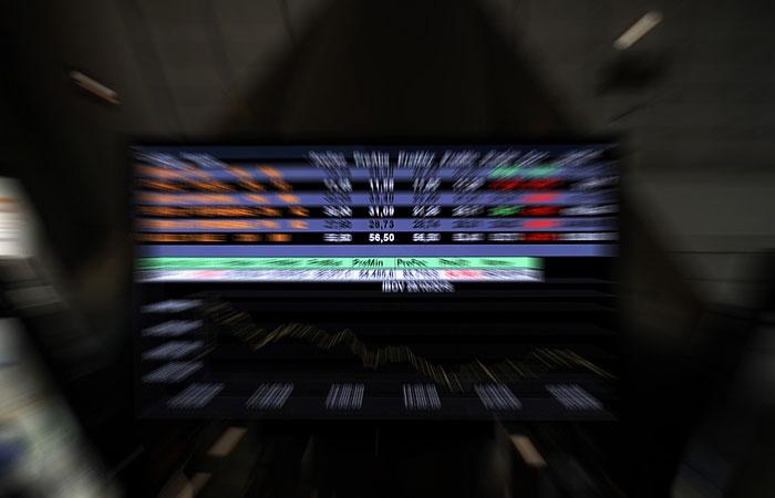 Российские биржевые индексы упали на 4,1-4,7% на открытии торгов