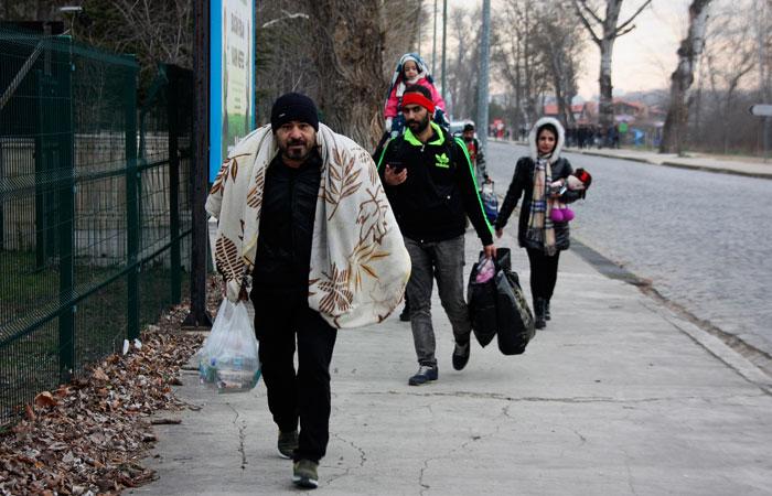 В Турции несколько сотен мигрантов направились к границе с Грецией