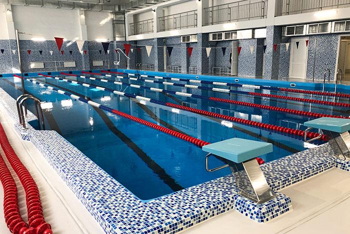 В московских школах отменили занятия в бассейнах и массовые мероприятия