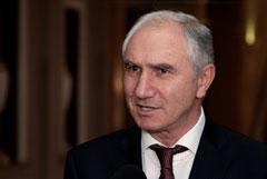 Сотни абхазцев потребовали отставки и.о. президента после госпитализации лидера оппозиции