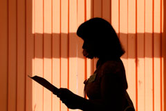 В Москве уволят учительницу за включение кварцевой лампы при детях