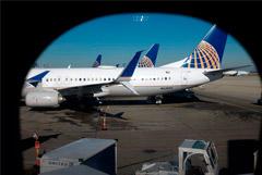 United Airlines отправит сотрудников в отпуск за свой счет из-за коронавируса