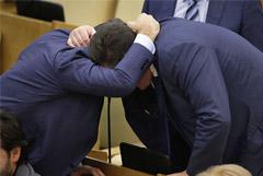 Не переизбравшиеся в Госдуму депутаты получат годовую зарплату и соцгарантии