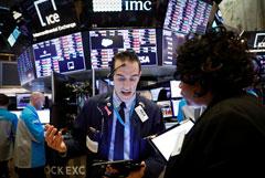 """Падение на фондовых рынках США стало крупнейшим с """"черного понедельника"""" 1987 года"""