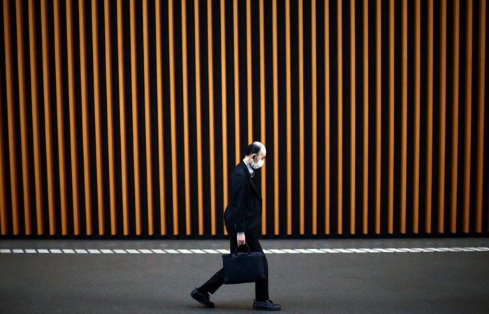 Японская полиция заинтересовалась мужчиной, намеренно распространявшим коронавирус