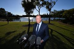 Глава МВД Австралии заразился коронавирусом