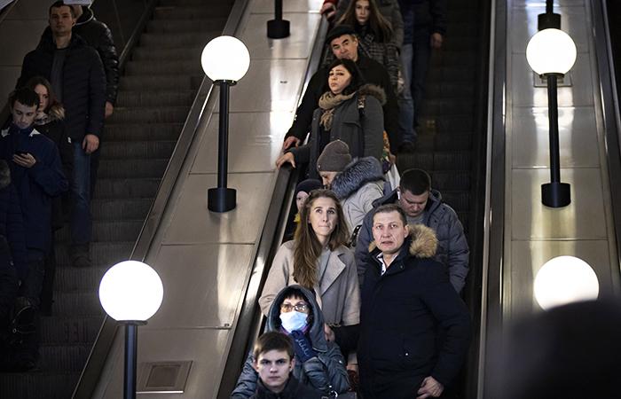 Пожилых россиян призвали реже ходить в магазины и сократить поездки на транспорте