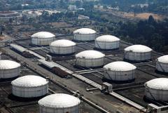 Трейдеры предсказали скорое переполнение мировых нефтехранилищ