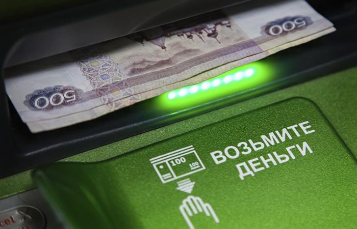 ЦБ потребовал с 1 мая не брать комиссию за переводы в СБП до 100 тыс. руб. в месяц